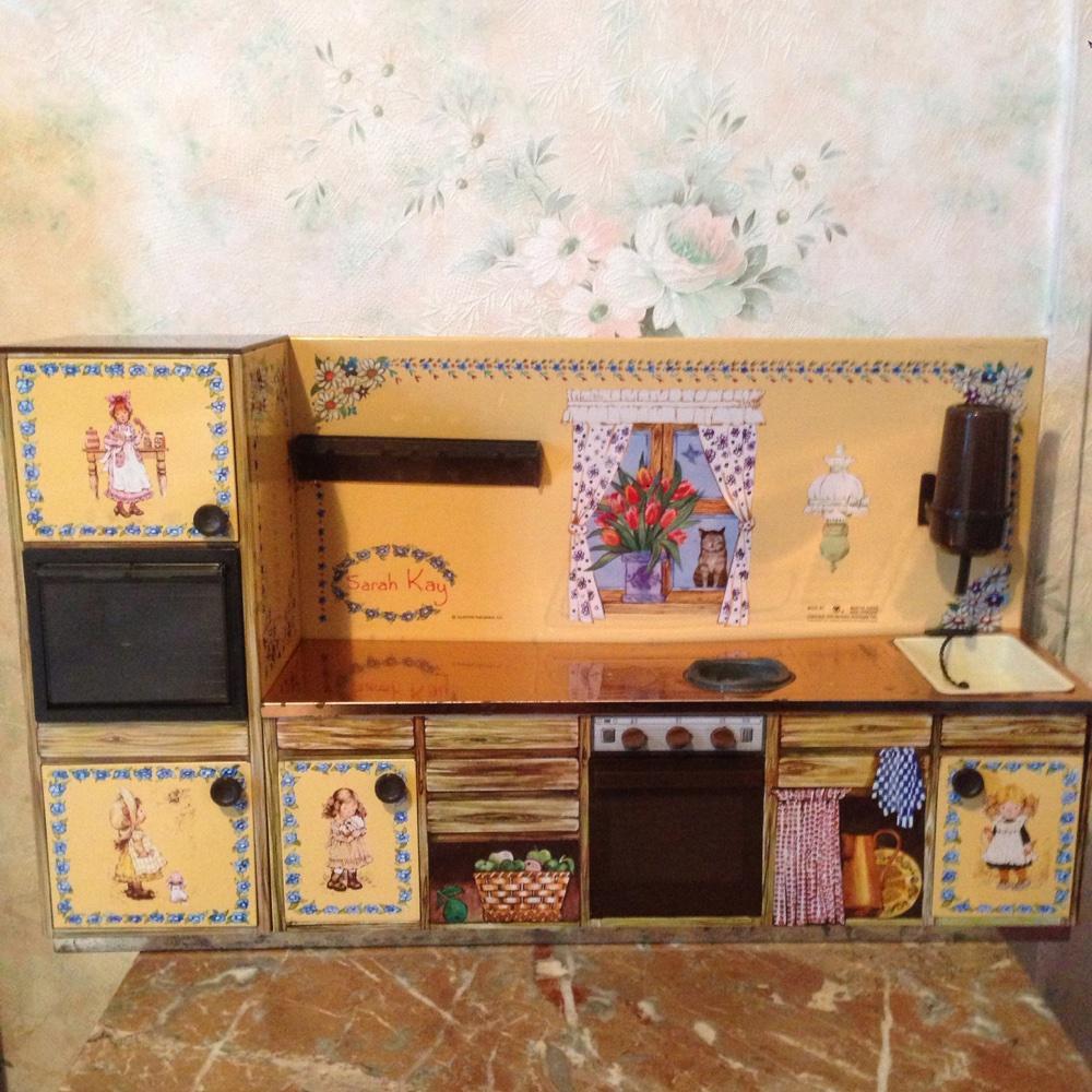 ancienne cuisine miniature en t le de 1979 rafra chir 51cm long 30 cm haut et paisseur 11cm. Black Bedroom Furniture Sets. Home Design Ideas